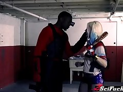 Pounding a sexy blond clown Harley Quinn in XXX parody