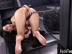 Anally stuffed babe gets machine fucked